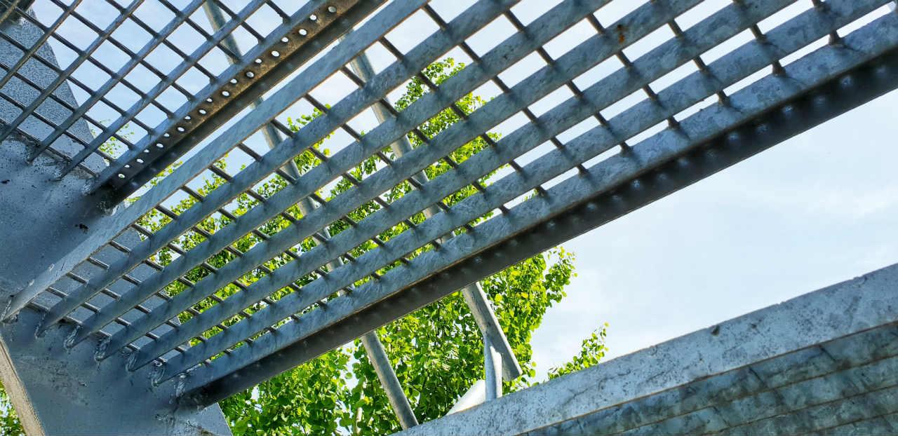 Stopnie schodowe z kraty pomostowej