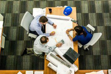 projektanci przy pracy - kraty prasowane
